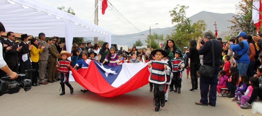 Realizan tradicional desfile de Fiestas Patrias en Avenida La Delicias en Vicuña