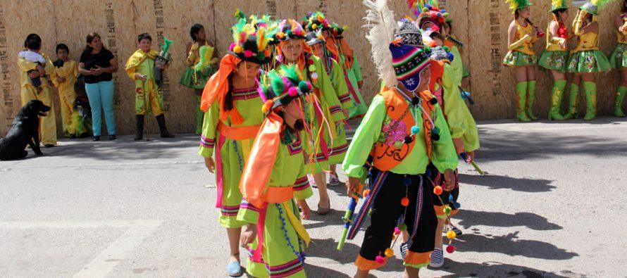 Estudiantes  de Peralillo llenan de color las calles de Vicuña con intervención urbana
