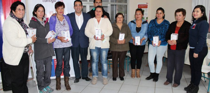 Familias de Coquimbito ahorrarán hasta 56 mil pesos al año gracias a las ampolletas eficientes