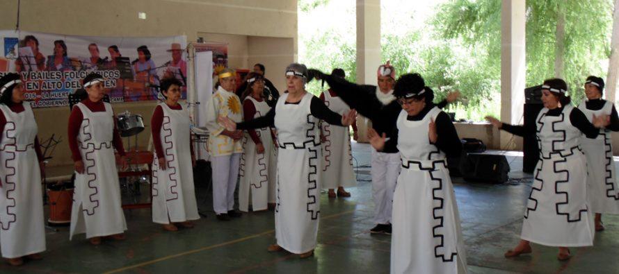 Adultos Mayores de Alma Pisqueña participan de encuentro folclórico en Alto del Carmen