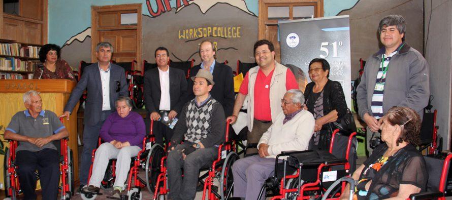 Sociedad Chilena de Ortopedia y Traumatología entrega sillas de ruedas en Vicuña y Paihuano