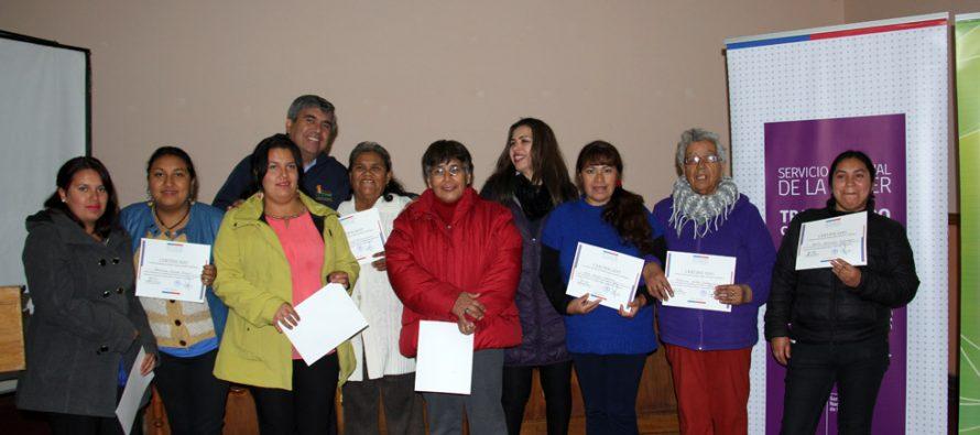 Certifican a mujeres de Vicuña en talleres de alfabetización y reciclaje