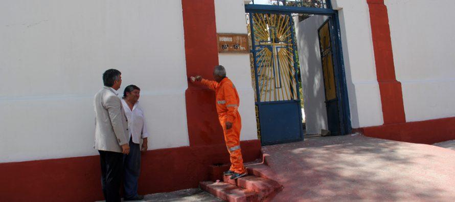 Realizan trabajos de mantenimiento a los cementerios municipales de Vicuña