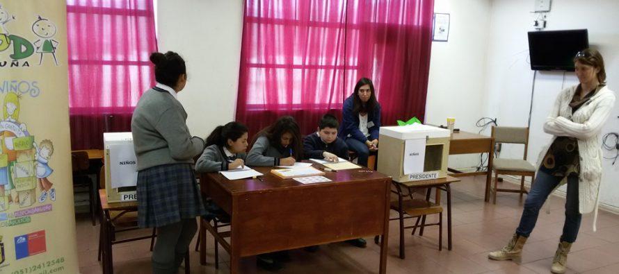 """Estudiantes del colegio Joaquín Vicuña participan de consulta nacional """"Mi Opinión Cuenta"""""""