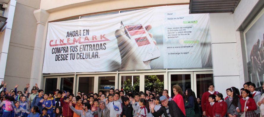 Un total de 250 niños y niñas de Vicuña disfrutaron de una película en el Cinemark de La Serena