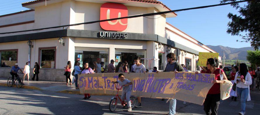 """Marcha en Vicuña: """"Si maltratan a una mujer nos maltratan a todas"""""""