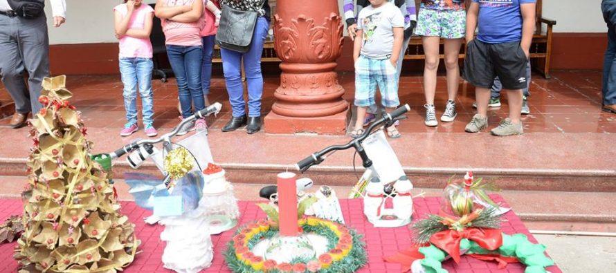 Premian a pequeños ganadores del concurso de adorno navideños en el sector rural de La Serena