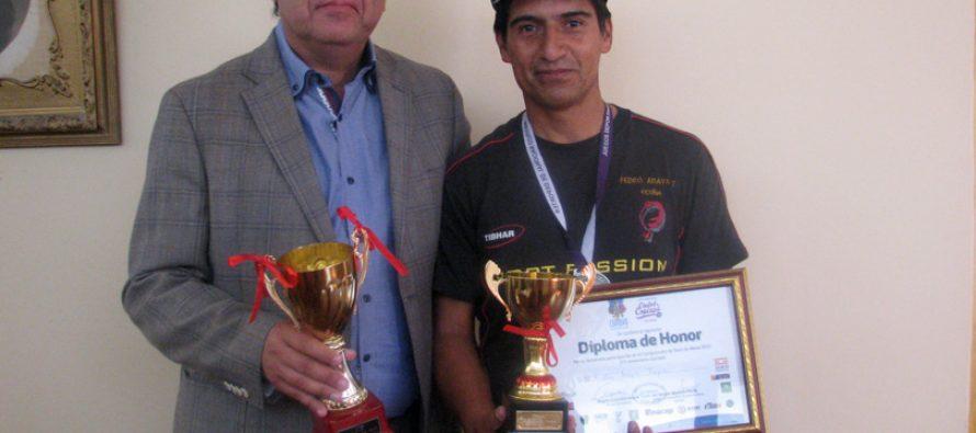 1er lugar senior obtuvo el deportista vicuñense Pedro Araya en torneo de tenis de mesa