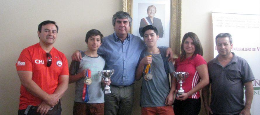 Jóvenes elquinos  obtienen 27 medallas en campeonato de levantamiento de pesas sub 15