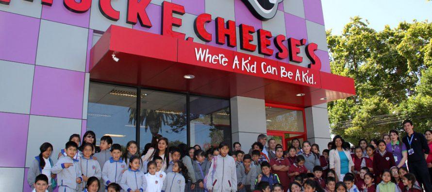 100 niños y niñas de Vicuña disfrutaron de una jornada en el Chuck E. Cheese's  de La Serena