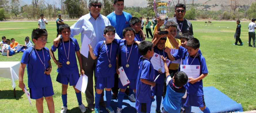 Escuela Juan Rendic de Talcuna ganó el 1er Campeonato Escolar de Fútbol Sub 10