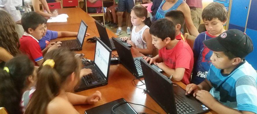 Chilenter entrega computadores a escuela Gabriela Mistral de Montegrande