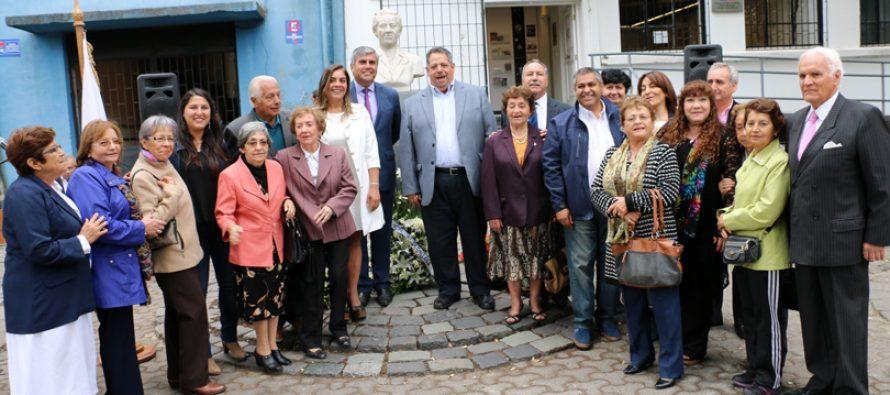 Con la presencia de vicuñenses rinden homenaje a Gabriela Mistral en Chillán