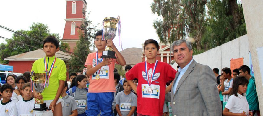 Estudiantes de Vicuña celebran el Día Mundial de la Actividad Física con juegos y corrida escolar