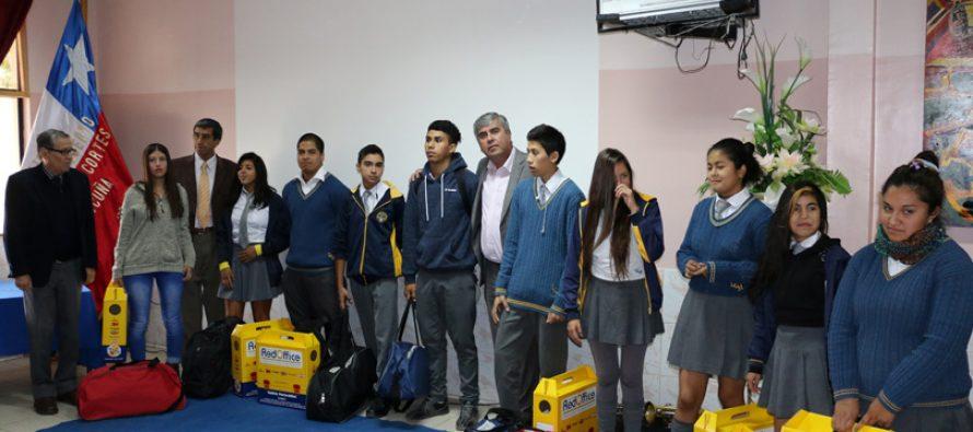 Entregan subvención para que estudiantes de Vicuña puedan terminar su escolaridad