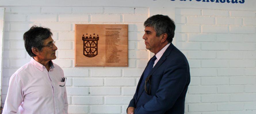 CD Juventus de Vicuña recuerda a sus jugadores fallecidos con placa en camarines