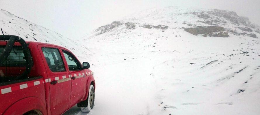 Fuerte viento, rodados y más de 40 cm de nieve obligan al cierre del Paso Agua Negra