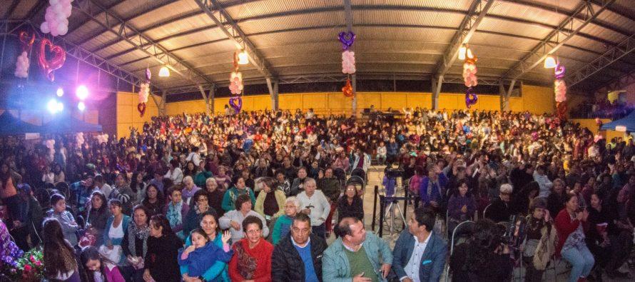Con masajes, regalos y gastronomía realizan masiva celebración del Día de la Madre en Paihuano