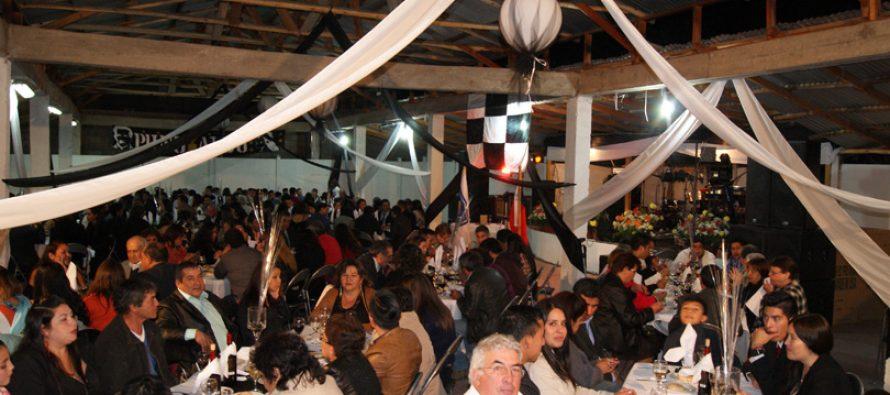 Con cena bailable Club Deportivo Cacique Colo Colo de Paihuano festejo su aniversario 64