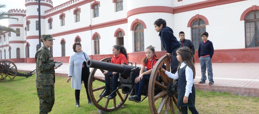 Alumnos del sector rural se maravillan con la historia y mini museo del regimiento