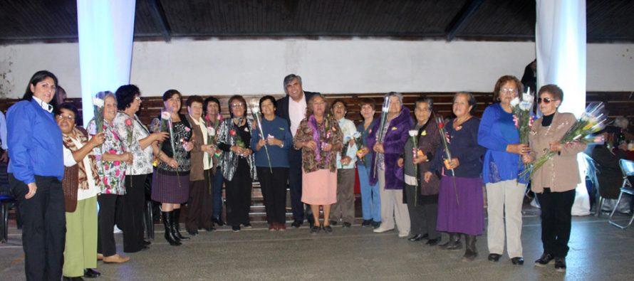 Al ritmo del grupo Capricho Tropical las madres adultas mayores celebraron su día
