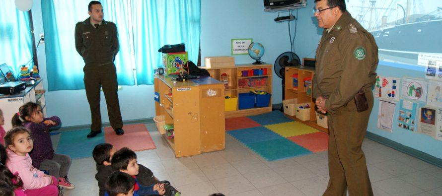 Jardines Infantiles de Paihuano recibieron visita de Carabineros para conocer su labor