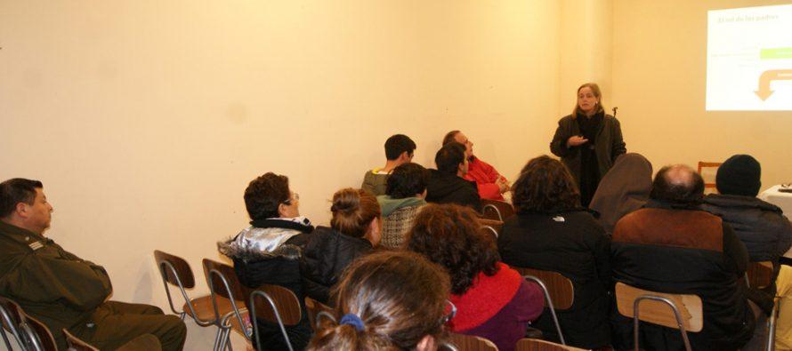 Desarrollan charla sobre el consumo de drogas y alcohol en Pisco Elqui
