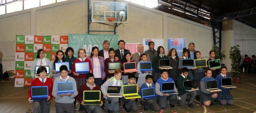 Estudiantes de Vicuña se integran al Mundo Digital con computadores de última generación