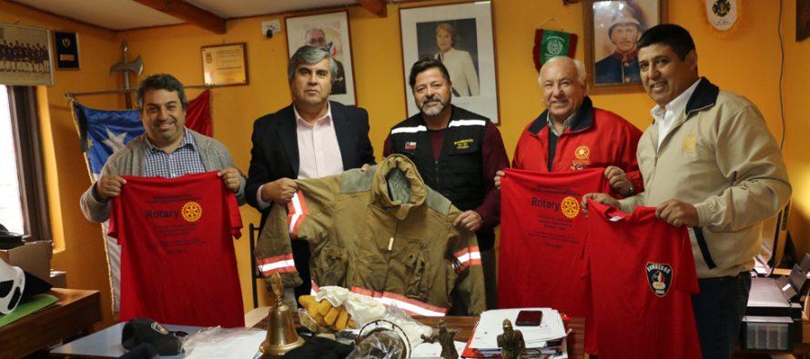 Bomberos de Vicuña reciben indumentaria para su labor a través del Rotary Club San Joaquín