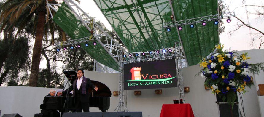 Roberto Bravo y Tito Beltrán deleitaron al público en el renovado escenario de la plaza de Vicuña