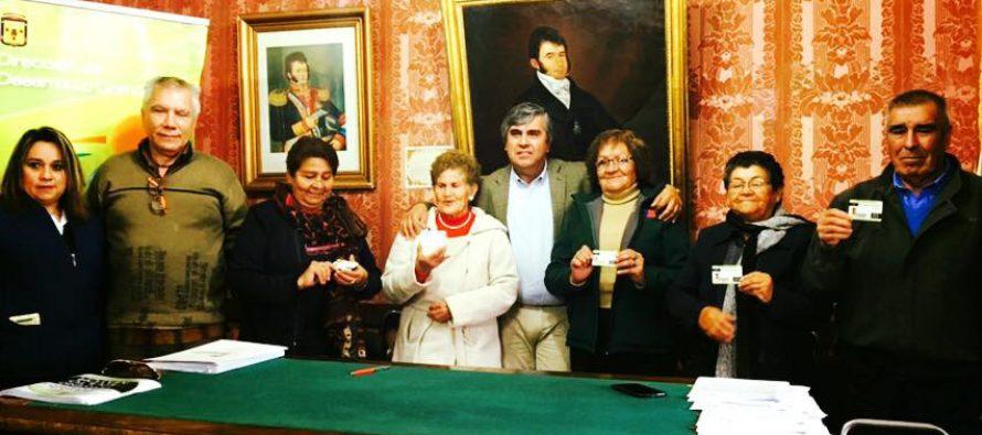 Adultos mayores podrán acceder a descuentos en el comercio asociado en Vicuña