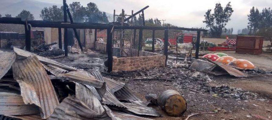 Incendio consume bodega en parque acuático Las Curuninas de Altovalsol