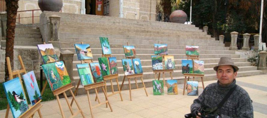 Joven en situación de discapacidad exhibe exposición de pinturas en Pisco Elqui