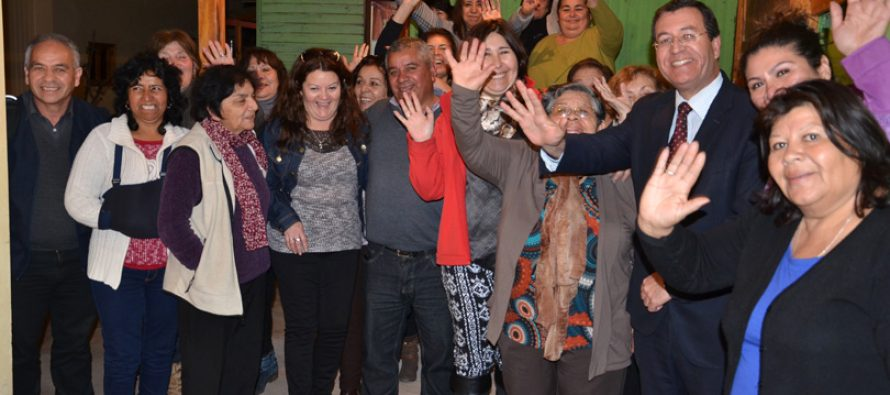 Agrupaciones de Las Rojas y Altovalsol muestran trabajos gracias a Gobernación de Elqui
