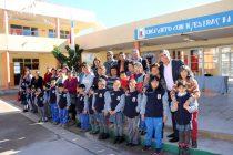 Entregan polar institucional a estudiantes de las escuelas municipalizadas de Vicuña