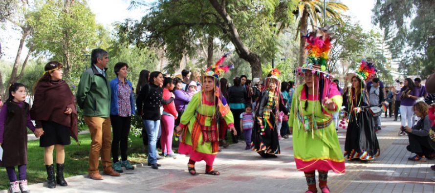 Primer Carnaval Andino llenó de color y alegría la plaza Gabriela Mistral de Vicuña