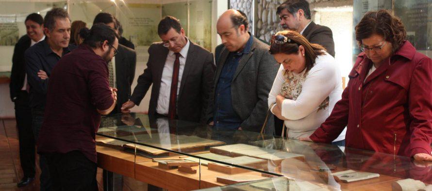 Representantes de la red de «Ciudades Mistralianas» visitan museo DIBAM de Vicuña