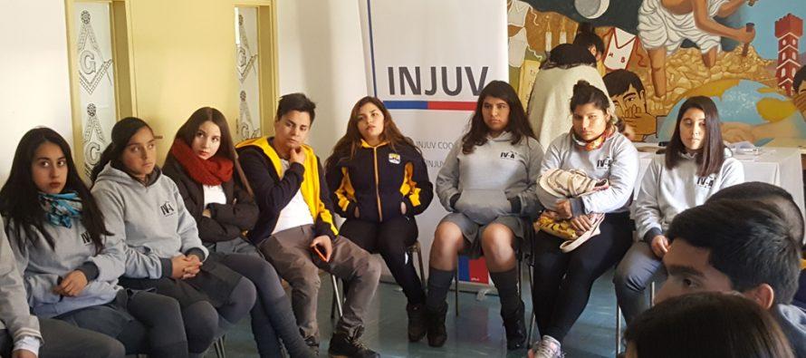Jóvenes vicuñenses muestran gran interés por la participación ciudadana en Desayuno Público INJUV