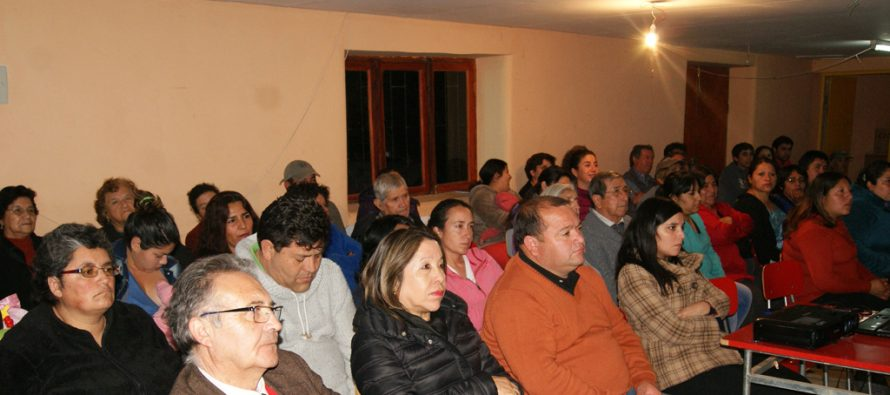Capacitan a vecinos de Quebrada de Pinto en uso eficiente de energía