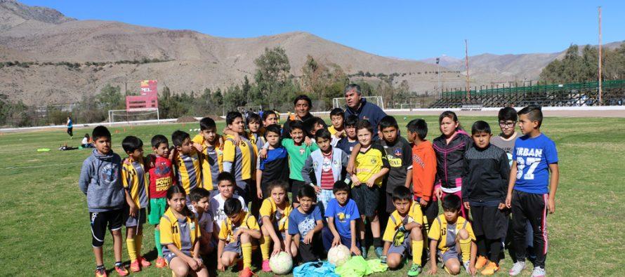 """Ex futbolista profesional """"Kalule Meléndez"""" compartió experiencias con pequeños deportistas"""