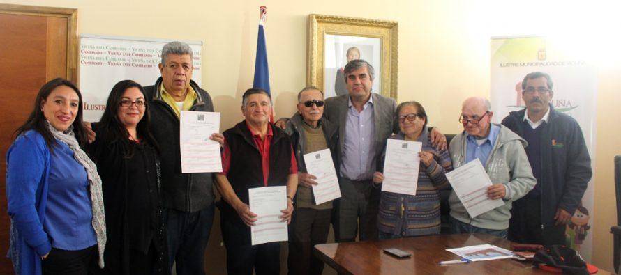 Familias de Vicuña reciben subsidios para construir una barrera de contención en sus casas