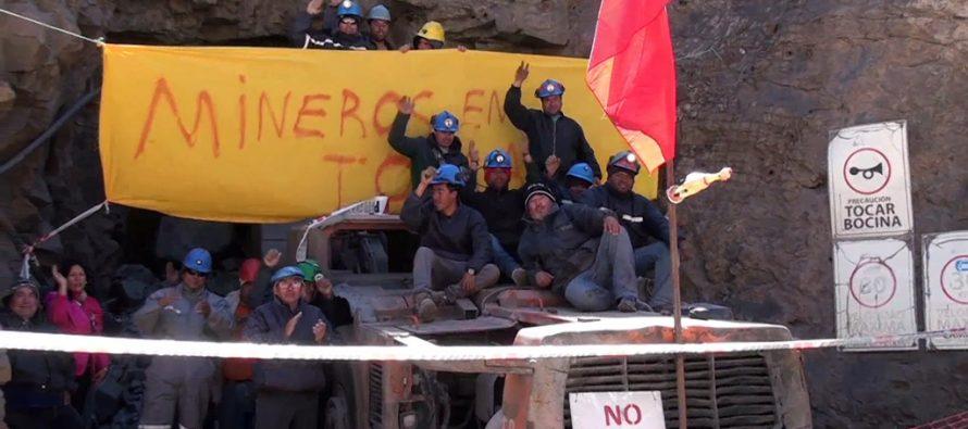 Trabajadores de Minera Linderos continúan en huelga de hombre por pago de remuneraciones