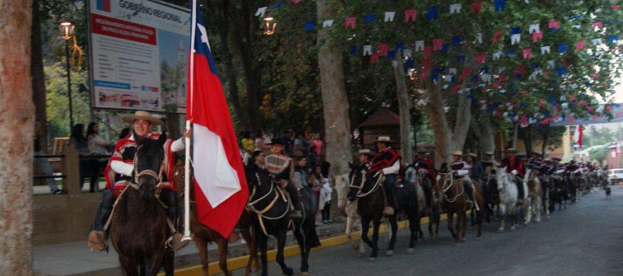 Club de Huasos Estero Derecho deleitan al público de Pisco Elqui con esquinazo