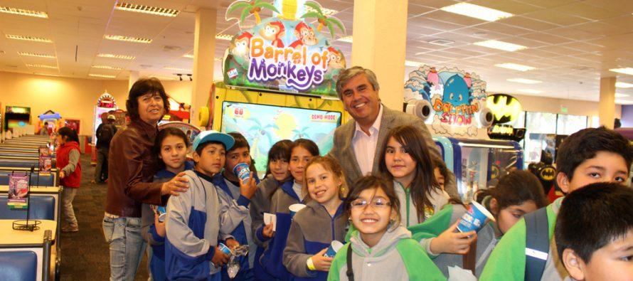 Con gran emoción estudiantes de Vicuña de escuelas municipales visitaron Chuck E. Cheese's