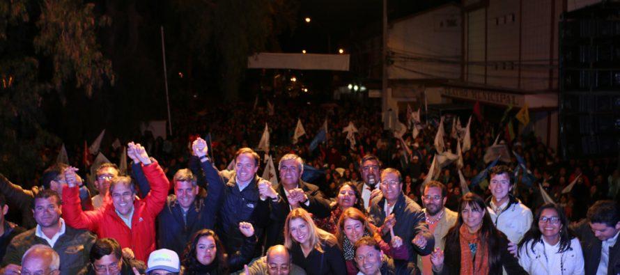 Rafael Vera realiza su cierre de campaña con apoyo de vecinos y autoridades