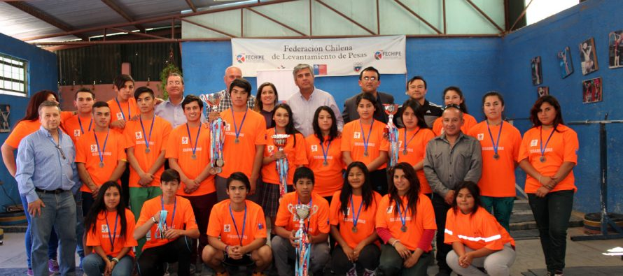 Pesistas de Vicuña que obtuvieron importantes logros en campeonato nacional fueron reconocidos por el IND