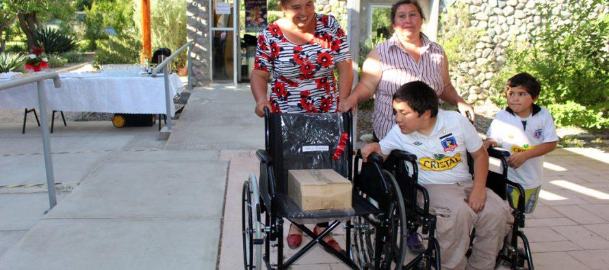 Entregan ayudas técnicas a personas en situación de discapacidad de Vicuña