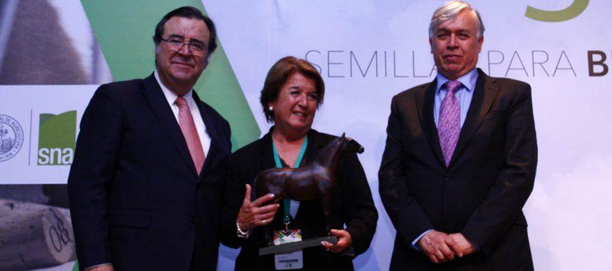Presidenta de Sociedad Agrícola del Norte recibe reconocimiento por mejor gestión gremial en ENAGRO 2016