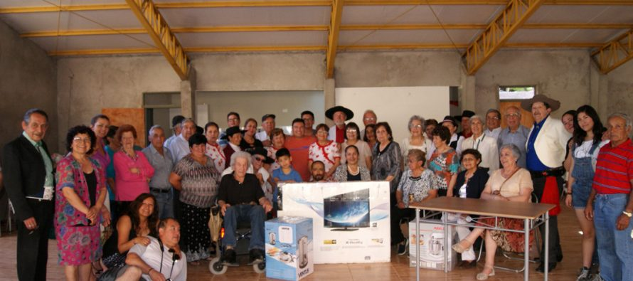 Club de Adulto Mayor de Pisco Elqui recibió donación de Empresa Minera La Escondida
