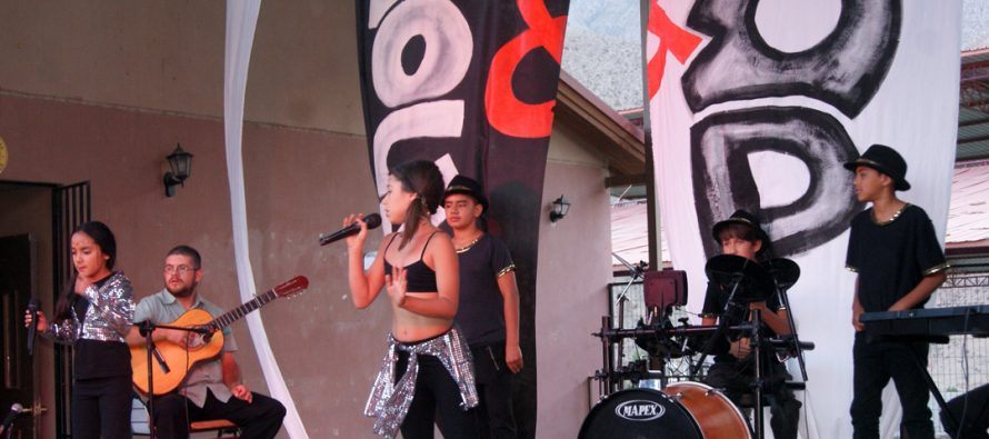 Estudiantes de Paihuano mostraron su talento en Festival de la canción Cantando bajo las Estrellas